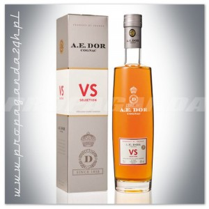 A. E. DOR VS SELECTION COGNAC 0,7L + KARTONIK